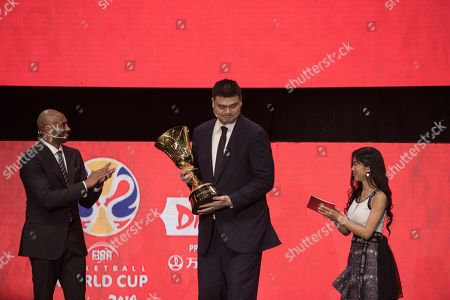 World Cup ambassadors Yao Ming, (C), and Kobe Bryant, (L), pass the trophy during the FIBA Basketball World Cup 2019 Draw in Shenzhen, Guangdong Province, China, 16 March 2019. FIBA Basketball World Cup 2019 will take place in China from 31 Aug. to 15 Sept. 2019.