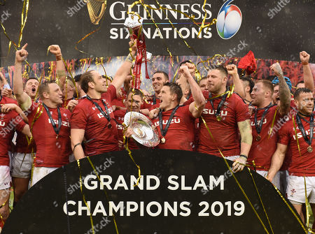 Alun Wyn Jones lifts the Six Nations Championship trophy and Jonathan Davies raises the Triple Crown.