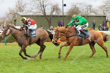 Potters Corner and James Bowen win the Marston's 61 Deep Midlands Grand National at Uttoxeter from Ms Parfois.