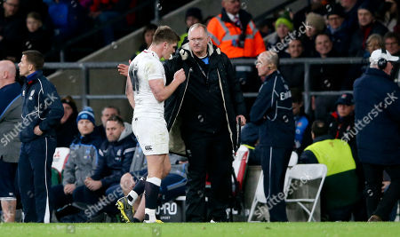 Owen Farrell (Captain) of England is replaced by Head Coach Eddie Jones after a number of mistakes - here with Richard Hill as he leaves the pitch