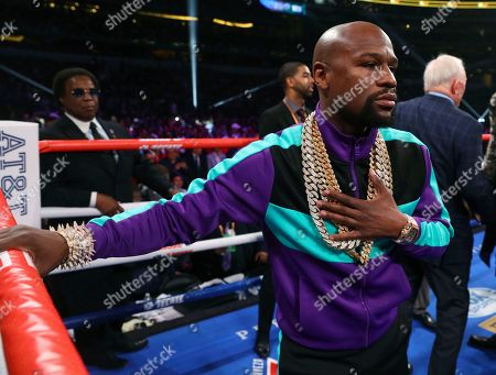 Floyd Mayweather stands in the ring before the IBF welterweight championship bout between Errol Spence Jr. and Mikey Garcia, in Arlington, Texas