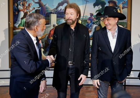 Ronnie Dunn, Kix Brooks, Ray Stevens. Ray Stevens, left, congratulates Ronnie Dunn, center, and Kix Brooks, of the duo Brooks & Dunn, after the announcement that they all will be inducted into the Country Music Hall of Fame, in Nashville, Tenn. They will be joined by record executive Jerry Bradley