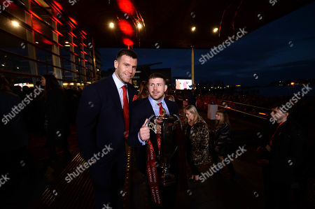 Gareth Davies and Rob Evans with the Six Nations trophy.