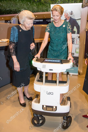 Princess Beatrix, Princess Mabel, the Prince Johan Friso Engineer Prize is awarded to Maja Rudinac, founder of Robot Care systems