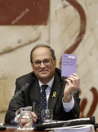 Stock Picture of Catalan regional President, Quim Torra, displays a card reading 'Nobody ever asked me what I want', a sentence by writer Maria Barbal presented to Torra by Catalan Culture regional Minister Laura Borras, shortly before the beginning of the weekly meeting of Catalan cabinet at Palau de la Generalitat, Catalan regional presidential headquarters, in Barcelona, northeastern Spain, 19 March 2019, several hours before the deadline set by Spanish Election Commission to remove the yellow ribbons from Catalan official buildings. The yellow ribbon symbolizes the support to Catalan pro-independence leaders being prosecuted for their allegedly involvement in the organization of the October 1st illegal vote. Spanish Election Commission ordered Catalan authorities to remove all the pro-independence symbols 'for not being compatible with the neutrality principle during an election period' as the general elections will be held on next 28 April.