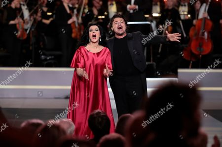 Romanian soprano Angela Gheorghiu (L) and Italian tenor Vittorio Grigolo (R) perform during the 2nd award ceremony of the International Professional Music Award 'BraVo' in the field of classical arts at the Bolshoi Theatre in Moscow, Russia, 19 March 2019.