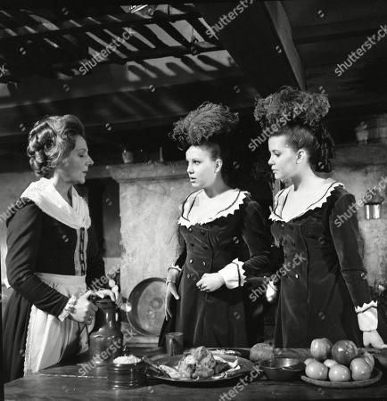 Kathleen Byron as Katy Weil, Madeleine Collinson as Frieda Gellhorn and Mary Collinson as Maria Gellhorn