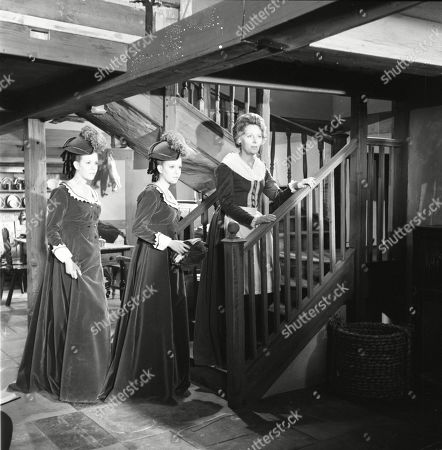 Mary Collinson as Maria Gellhorn and Madeleine Collinson as Frieda Gellhorn and Kathleen Byron as Katy Weil