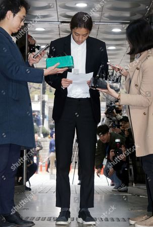 South Korean K-pop star Jung Joon-young (C) speaks to the media at the Seoul District Court in Seoul, South Korea, 21 March 2019. The popstar was at court to attend a hearing after he admitted to secretly filming himself engaging in sexual activities with ten or more women and sharing the footage.