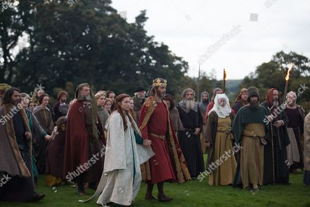 Florence Pugh as Elizabeth Burgh and Chris Pine as and Robert Bruce, Earl of Carrick