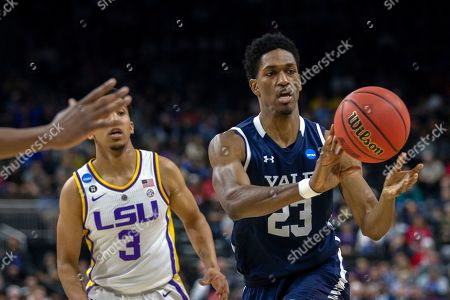 Yale forward Jordan Bruner (23) passed the ball during the first half of the first round men's college basketball game against Yale in the NCAA Tournament, in Jacksonville, Fla
