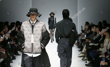 Models exhibits a creations by South Korean designer Han Hyun-min of MUNN during the Fall/Winter 2019 Seoul Fashion Week at the Dongdaemun design Plaza in Seoul, South Korea, 22 March 2019. The fashion week runs from 19 to 24 March.
