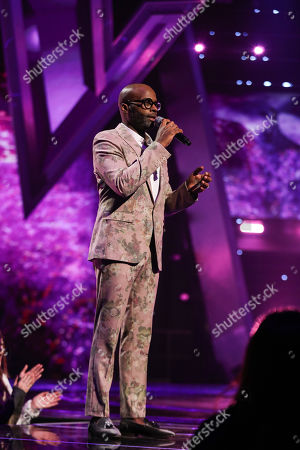 The Knockouts: Team Tom: Cedric Neal performs.
