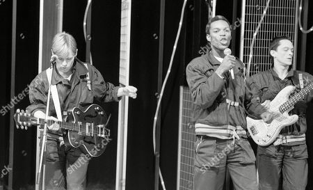 Pop Band - The Beat: Andy Cox - guitar, Roger Ranking - lead vocals, David Steele - bass, Dave Wakeling - lead vocals, guitar.