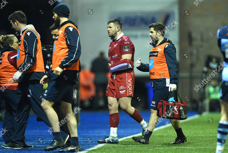Rob Evans of Scarlets leaves the field.