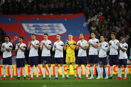 England players have a mark of respect for the late England goalkeeper, Gordon Banks.