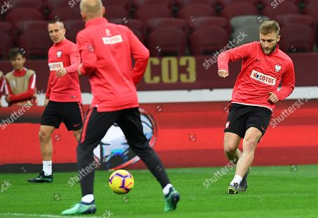 Polish national soccer team player Jakub Blaszczykowski (R) warms up during his team's training session in Warsaw, Poland, 23 March 2019. Poland will face with Latvia in the Group C preliminary round match at the UEFA EURO 2020 on 24 March in Warsaw.