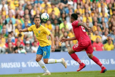 Brazil's Richarlison vies for the ball with Panama's Eric Davis, right, during the friendly soccer match between Brazil and Panama at the Dragao stadium in Porto, Portugal