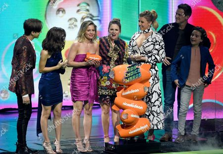 "Candace Cameron-Bure, Andrea Barber, Jodie Sweetin, Scott Weinger, Elias Harger. The cast of ""Fuller House"" accepts the award for favorite funny TV show at the Nickelodeon Kids' Choice Awards, at the Galen Center in Los Angeles"
