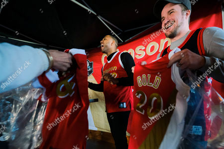 Houston Rocket and former Indiana University Player, Eric Gordon joined Dove Men+Care to give out limited-edition Crimson & Gold #REPtheRIVALRY Jerseys and bring rivals together during March Madness, at Hopcat on in Indianapolis
