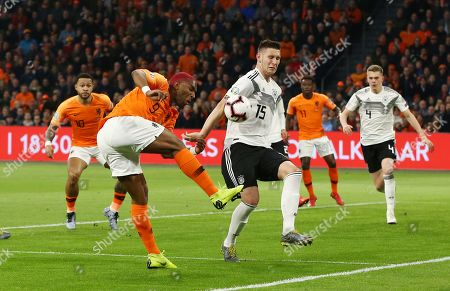 Ryan Babel, Niklas Suele /   /        /      / UEFA EM Qualifiers /   National Team DFB  /  2018/2019 / 24.03.2019 / Netherlands NED VS. Germany GER / DFL regulations prohibit any use of photographs as image sequences and/or quasi-video. /