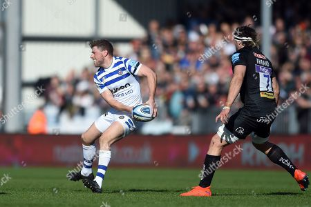 Rhys Priestland of Bath Rugby looks to pass the ball