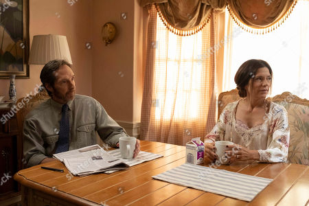 Taylor Nichols as Curtis Kone and Melora Walters as Kathy Kone