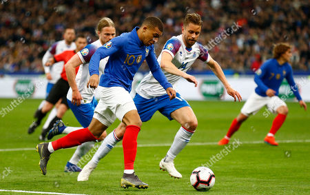 France's Kylian Mbappe (R) and Iceland's Kari Arnason (L) in action during the UEFA EURO 2020 qualifiers group H soccer match between France and Iceland in Paris, France, 25 March 2019.
