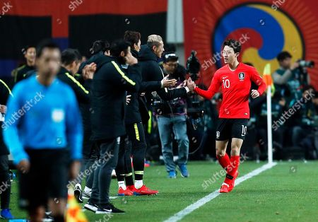 Lee Jae-sung (R) of South Korea celebrates with his teammates after socring the 2-1 lead during the International Friendly soccer match between South Korea and Colombia at the Seoul World Cup Stadium in Seoul, South Korea, 26 March 2019.