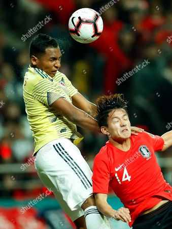 Alfredo Morelos (L) of Colombia in action against Hong Chul (R) of South Korea during the International Friendly soccer match between South Korea and Colombia at the Seoul World Cup Stadium in Seoul, South Korea, 26 March 2019.