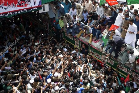 Bilawal Bhutto Zardari (C) chairman of opposition party Pakistan People Party (PPP) talks with supporters onboard a train, as PPP kicks off train march to protest against the policies of the government, in Karachi, Pakistan, 26 March 2019. Titled as 'Caravan-e-Bhutto', the special train of the Pakistan Railways will reach its final stop in Larkana on 27 March.