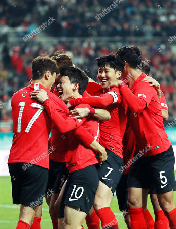 Lee Jae-sung (2-L) of South Korea celebrates with his teammates after socring the 2-1 lead during the International Friendly soccer match between South Korea and Colombia at the Seoul World Cup Stadium in Seoul, South Korea, 26 March 2019.
