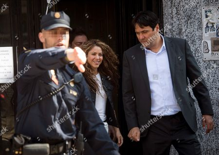 Colombian singer and defendant Shakira (C) leaves the Number 12 Commercial Court after testifying in the first day of a trial of alleged plagiarism, in Madrid, Spain, 27 March 2019. Cuban singer Livan Castellano Valdes (unseen) sued her for allegedly plagiarizing some extracts of his song 'Yo te quiero tanto' (lit. 'I Love You So Much') from 1997 in Shakira's song 'La bicicleta' (The bicycle) featuring Colombian singer Carlos Vives.