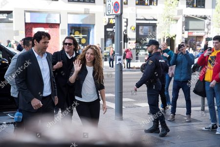 Colombian singer and defendant Shakira (C) arrives at the Number 12 Commercial Court accompanied by Colombian singer Carlos Vives (2-R) for the first day of a trial of alleged plagiarism, in Madrid, Spain, 27 March 2019. Cuban singer Livan Castellano Valdes (unseen) sued her for allegedly plagiarizing some extracts of his song 'Yo te quiero tanto' (lit. 'I Love You So Much') from 1997 in Shakira's song 'La bicicleta' (The bicycle) featuring Colombian singer Carlos Vives.
