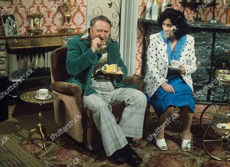 'Yus My Dear'   TV Series 2 Arthur Mullard and Queenie Watts