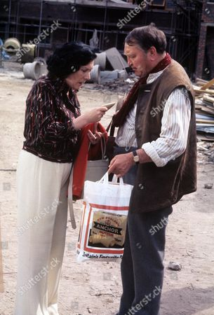 Stock Picture of 'Yus My Dear'   TV Series 2 Queenie Watts and Mike Reid