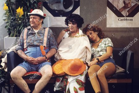 'Yus My Dear'   TV Series 2 Arthur Mullard, Queenie Watts and Valerie Walsh