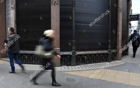 People walks past George Attenborough and Sons jewellery store in London, Britain, 27 March 2019. A major police hunt is under way following a jewellery heist at a building owned by Lord Sugar. Thieves drilled through a ground floor wall of a jewellers in Fleet Street from a neighbouring bookshop. Some three millions pounds worth of jewels and watches were taken.