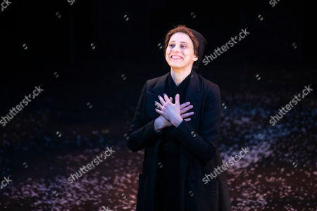 Judy Kuhn (Golde) during the curtain call