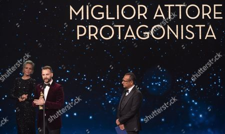 Uma Thurman (L), Italian actor Alessandro Borghi and Italian presenter Carlo Conti (R) on stage in the occasion of the 64th edition of the David di Donatello Awards in Rome, Italy, 27 March 2019. The David di Donatello award is a film prize presented annually to honor the best of Italian and foreign motion picture productions.