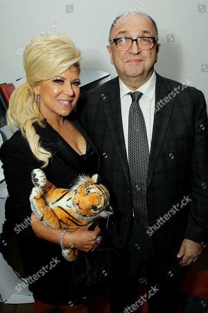 Theresa Caputo, Roger Friedman