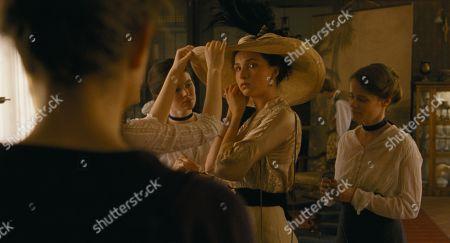 Evelin Dobos as Zelma