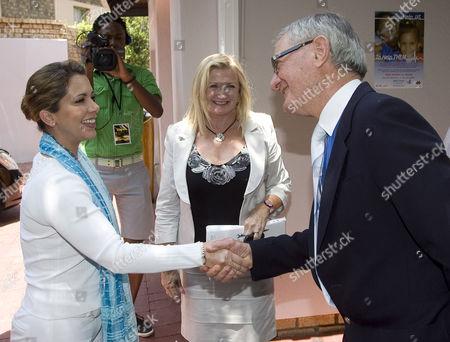 Princess Haya Bint Al Hussein is met by Dr Robin Kinsley and the CEO Lynda Bleazard.