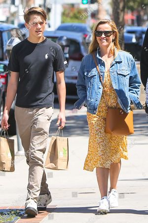 Reese Witherspoon, her son Deacon Phillippe