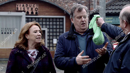 Ep 9735 Wednesday 3rd April 2019 - 2nd Ep Scheming Geoff Metcalfe, as played by Ian Bartholomew, passes off supermarket bought broad beans as his own which impresses both Yasmeen Nazir, as played by Shelley King, and Brian Packham, as played by Peter Gunn.