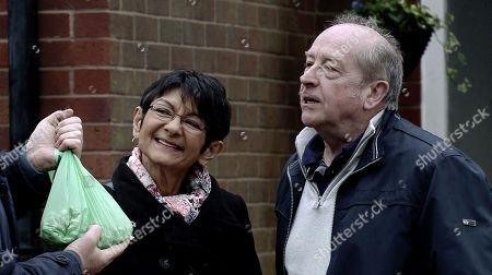 Ep 9735 Wednesday 3rd April 2019 - 2nd Ep Scheming Geoff Metcalfe, as played by Ian Bartholomew, passes off supermarket bought broad beans as his own which impresses both Yasmeen Nazir, as played by Shelley King, and Brian Packham.