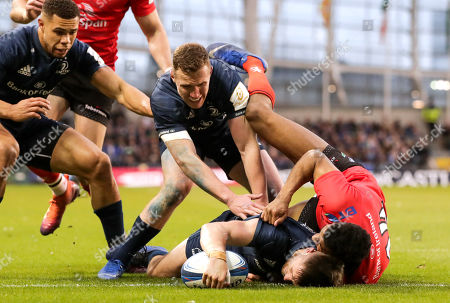 Leinster vs Ulster. Leinster's Ross Byrne scores their first try