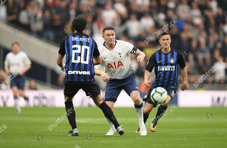 Robbie Keane of Spurs Legends runs past Fabio Galante of Inter Forever