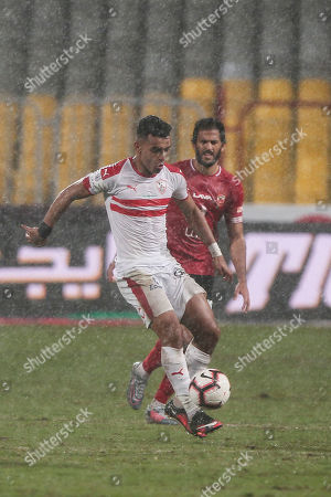 Al-Zamalek player Yousef Obama (f) fights for the ball with Al-Ahly players Marawan Mohsen   (b) and Marwan Mohsen (L)during the Egyptian Premier League soccer match between Al-Ahly and Al-Zamalek at Borg Al Arab stadium, Egypt, 30 March 2018.