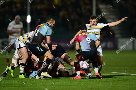 Duncan Weir of Worcester Warriors kicks the ball away from Danny Care of Harlequins
